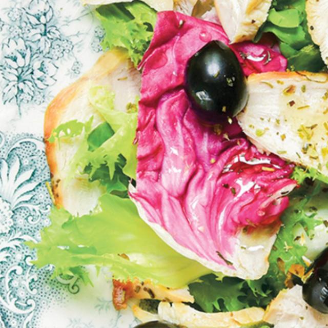 Salade met gerookte kip en olijven