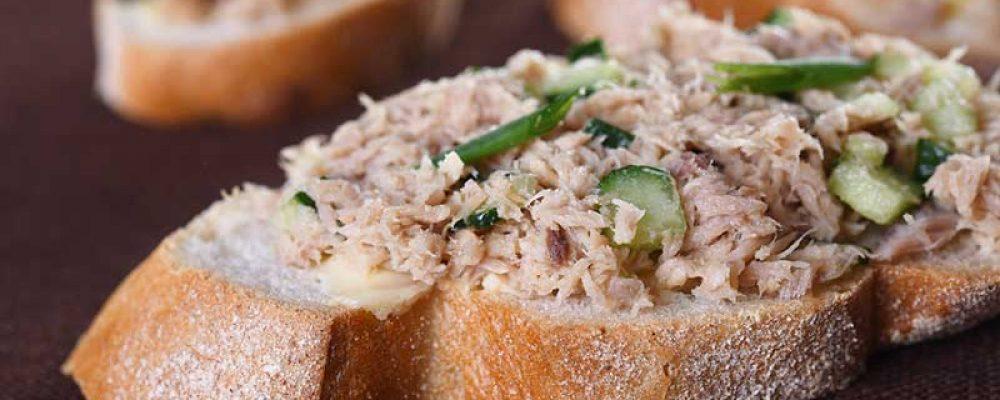 Meerzaden bolletje tonijnsalade